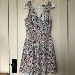 A line v-neck floral sleeveless dress